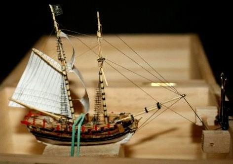 mercury_construction_gaff_sail.jpg